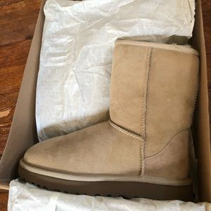 W UGGs classic short 2 in sand